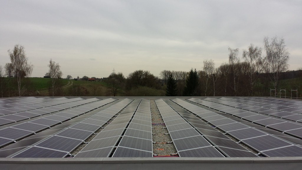 157,5 kWp Ost/ West  Montage Flachdach in Kirchdorf